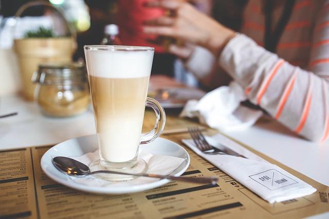 カフェでアラフォー合コン
