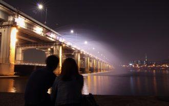 夜景のカップル