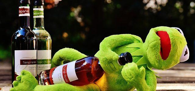 お酒とカエル