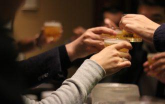 居酒屋で乾杯の画像
